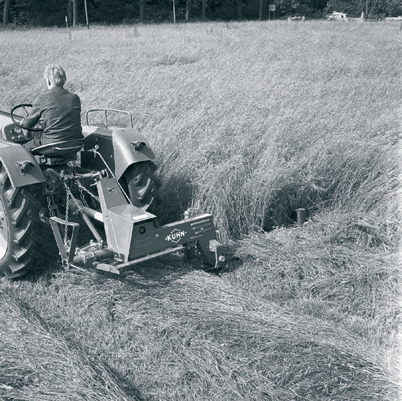 The first KUHN Disc Mowers