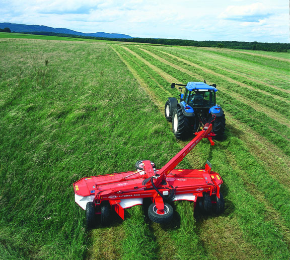 The first trailed disc mower-conditioners with lengthwise transport